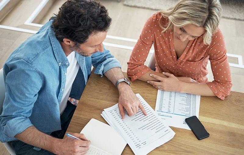 Como economizar planejando os seus gastos